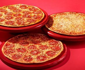 This photo is a good example of pizzeria branding through high-quality food photography by Papa Murphy's