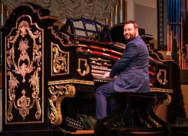 photo of an organist at Organ Stop Pizza, part of the restaurant's reopening plan for the pandemic
