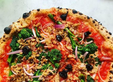 this photo shows a vegan pizza with products from VEDGEco, a national wholesaler of plant-based foods